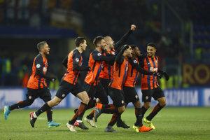 Radosť hráčov Šachtaru Doneck po víťaznom góle Freda.