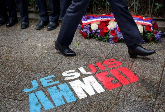 Zosnulého policajta Ahmeda Merabeta si pripomenuli nápisom