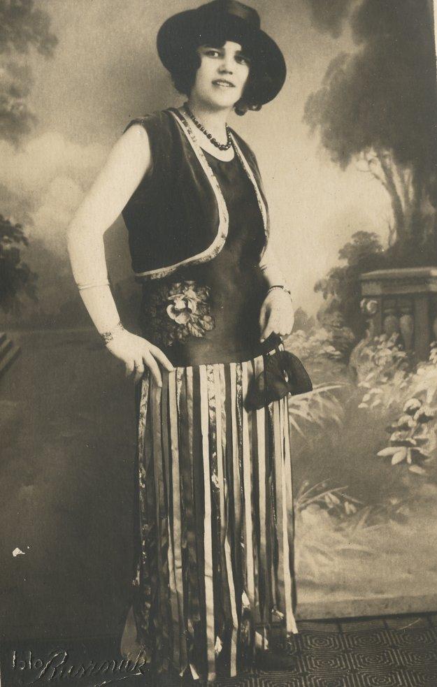 Levická dáma v šatách na maškarný ples.