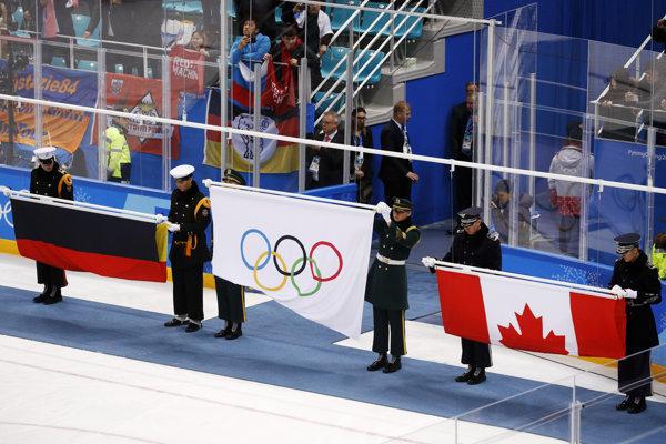 Olympijská vlajka, ktorá symbolizovala ruské víťazstvo na hokejovom turnaji. Rusi totiž majú zákaz používania národných symbolov.