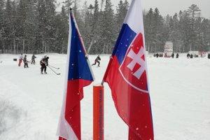 Aj obe vlajky stáli pri sebe.