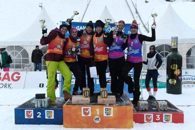 Tri najlepšie ženské dvojice slovenského šampionátu v snežnom volejbale