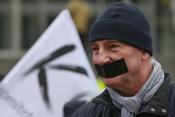 Poliaci demonštrovali za slobodu slova a demokraciu.
