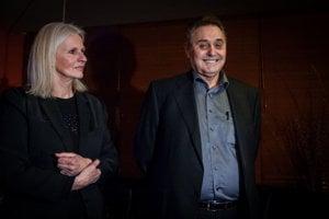 20. november 2013. Bývalá novinárka Ivana Havranová a bývalý veľkopodnikateľ Jozef Majský počas krstu knihy Som Jozef Majský.