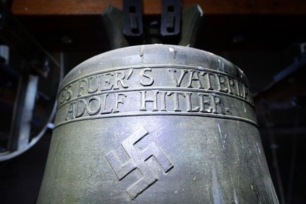 Zvon je poctou Adolfovi Hitlerovi.