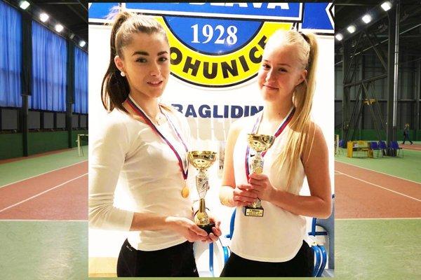 Bianca Behúlová (vpravo) s Patríciou Junasovou vyhrali štvorhru.