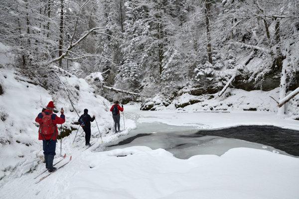 Prielom Hornádu nie je súvislo zamrznutý.