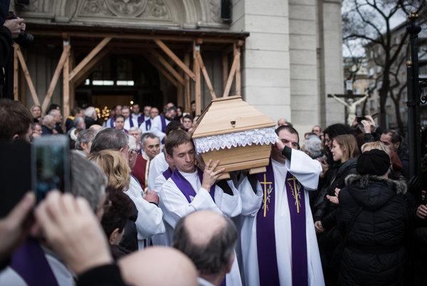Na poslednej rozlúčke s Antonom Srholcom sa zúčastnili stovky ľudí.