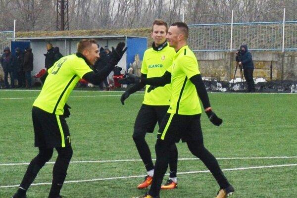 Na snímke sú obaja strelci gólov - zľava Ventúra, Bilas a Ulrich.