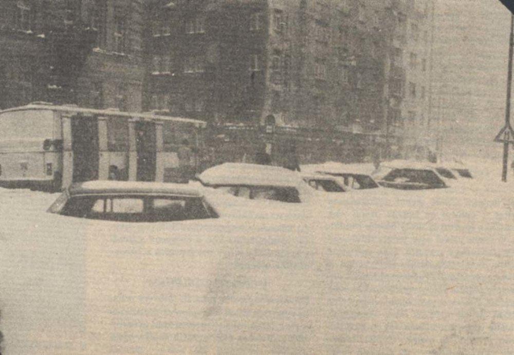 Vtedy chodili len autobusy. Električky zafúkalo a tak podniky poskytli aj svoje zájazdové autobusy.