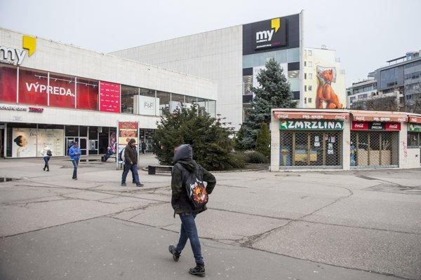 Tesco na Kamennom námestí v Bratislave.