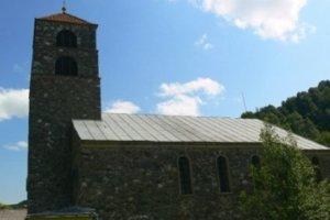 Kostol Povýšenia sv. Kríža vo Chvojnici.