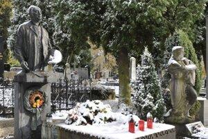 Martin turisticky spí. Ako dejatelia na Národnom cintoríne. Ktovie, čo by nám povedali, keby videli, to to (ne)vieme robiť.