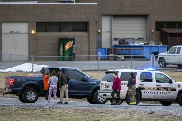 Parker zabil dvoch študentov a sedemnástich ďalších zranil.