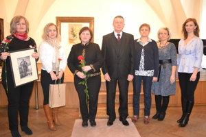 Ocenení autori s organizátormi. Alena Pelechová (zľava), Vladislava Puškárová, Ľudmila Hubaľ a Margita Sojanová.