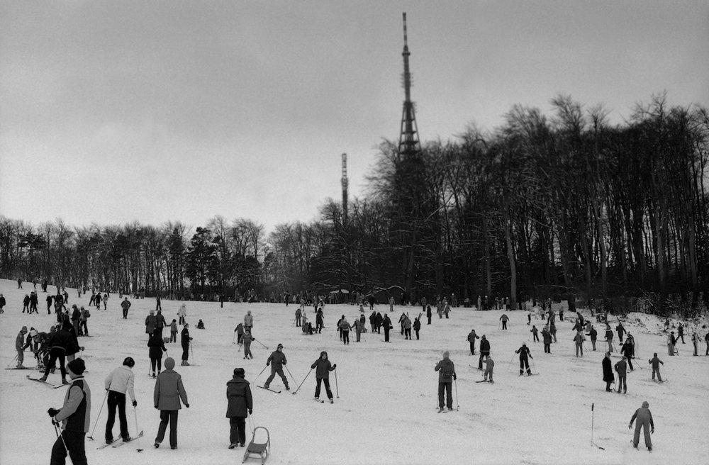 Bratislavský Kamzík a Koliba  sa premenili na lyžiarsku a sánkarsku