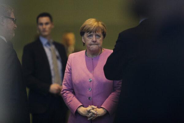 Od Merkelovej odskakujú voliči aj politickí partneri.
