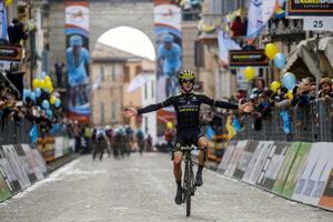 Adam Yates sa raduje z etapového víťazstva.