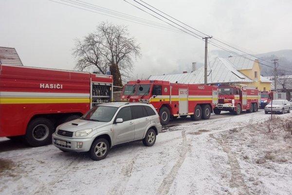 V Žarnovici dnes bolo rušno. Horieť sa chytil nábytok rodinného domu.