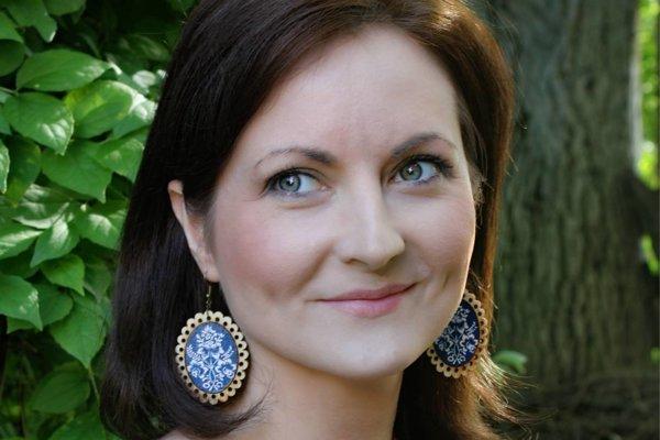Jana Torzewvská Kamenská svoje šperky aj nosí.