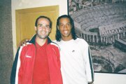 Leo Stehel s hviezdou FC Barcelona Ronaldinhom.