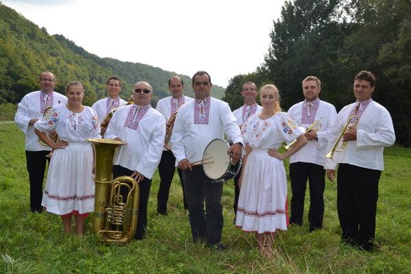 Slašťanská dychová kapela v plnej zostave.