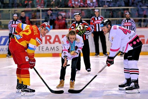 Špeciálne dresy a rovnako aj podpora Anastasie Kuzminovej.