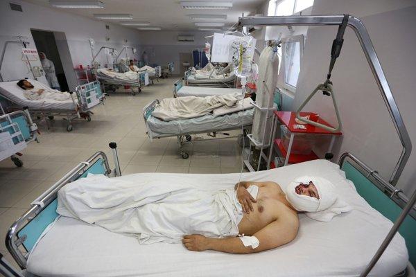 Obete stredajšieho útoku Talibanu na autbous so zamestnancami televízie.