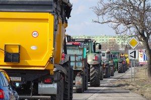 V kolóne bolo asi 250 traktorov.
