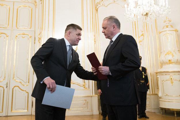 Robert Fico odovzdal demisiu do rúk prezidenta Andreja Kisku.
