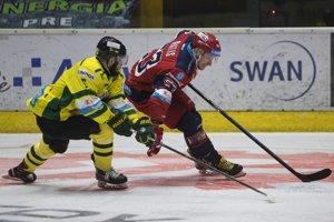 Matúš Matis a Michal Roman v prvom zápase štvrťfinále playoff Tipsport Ligy na Zvolenskom ľade