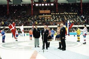 Ján Mitošinka (v strede).