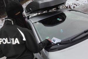 Polícia rozdala množstvo letákov.