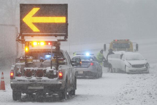 Nepretržité sneženie má počas soboty v regióne pokračovať.