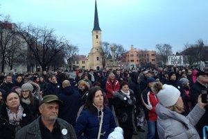 Protestovať 16. marca prišlo asi 200-300 ľudí.