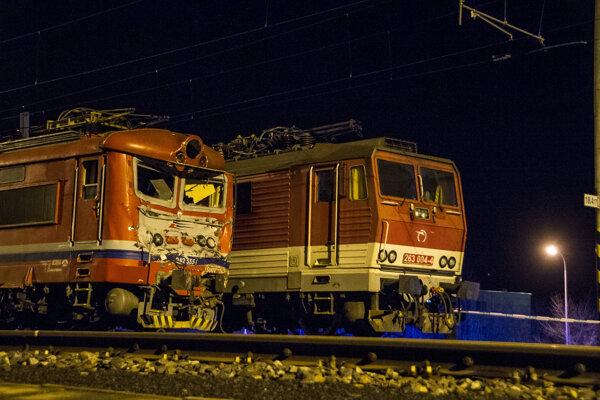 Havarované vlaky v Pezinku 16. marca 2018.  Najmenej 15 zranených si vyžiadala nehoda vlakov, ku ktorej došlo v piatok večer v Pezinku. Na mieste zasahujú hasiči, záchranári aj polícia.