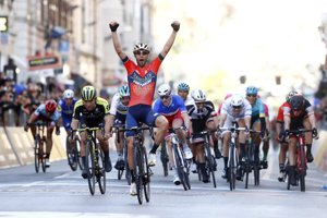 Vincenzo Nibali sa raduje z víťazstva na monumentálnej klasike Miláno - San Remo 2018.