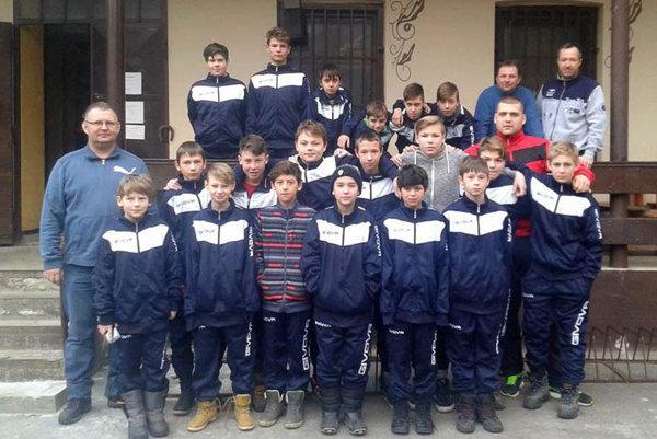 Futbaloví žiaci Cabaja-Čápora boli na sústredení v Brezovej pod Bradlom.