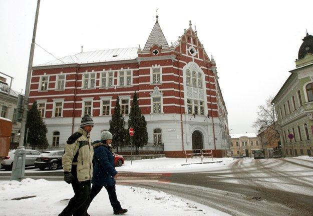 Zatvorená bola aj ZŠ Slobodného slovenského vysielača, kam chodil aj predseda parlamentu Peter Pellegrini.