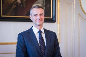 Kandidát na podpredsedu vlády pre investície a informatizáciu Richard Raši počas prijatia nových kandidátov na ministrov v Prezidentskom paláci.