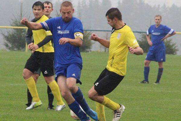 Na čele 6. ligy je Vavrečka (v žltom) a posledná priečka patri Rabči (v modrom).