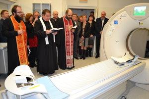 CT prístroj posvätili miestni duchovní.