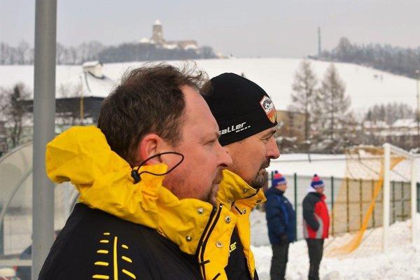 Tréner A-tímu Marián Solotruk (vľavo) aprezident MFK Ján Fröhlich – dvojica, ktorá sa snaží pozdvihnúť futbal vStarej Ľubovni.