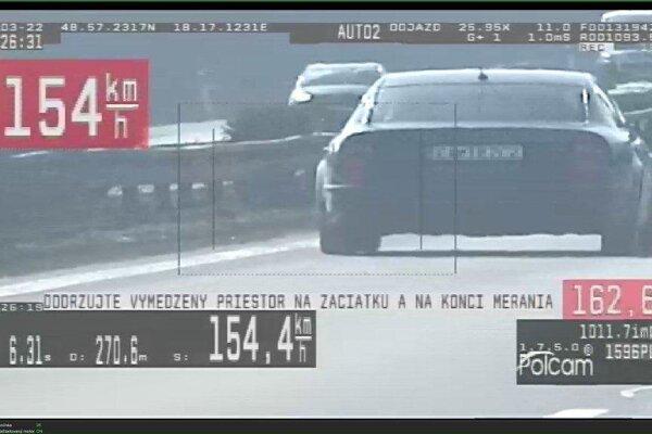 Policajti na diaľnici pri Trenčíne chytili ďalšieho cestného piráta.