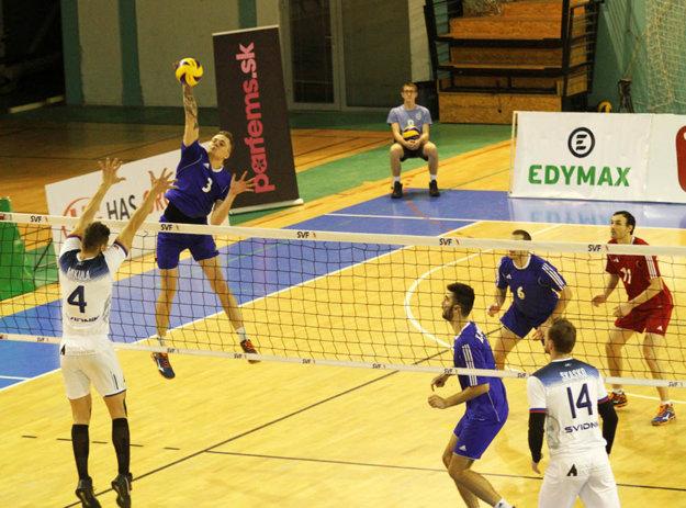 Lukasz Szarek je najlepšie bodujúcim hráčom Nitry. Pri smečoch vie uplatniť veľký výskok.