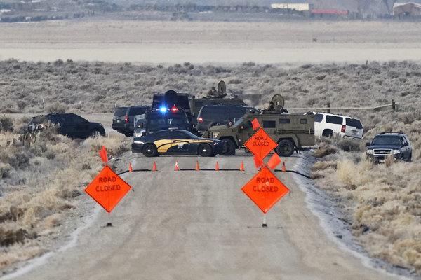 Polícia blokuje prístup do okupovanej rezervácie.