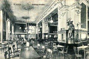 Kaviareň v Andrássyho paláci.