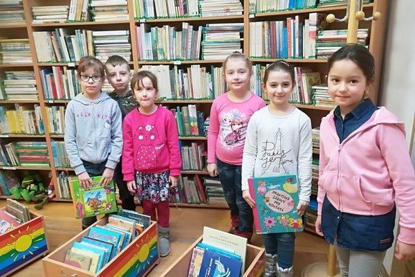 Návšteva knižnice potešila všetky deti.