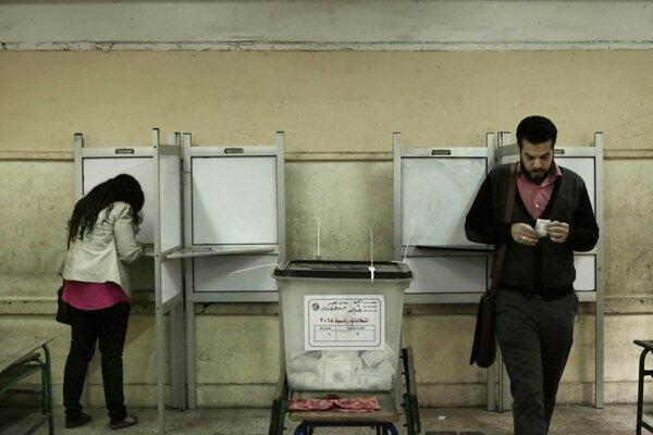 Volebná miestnosť v egyptskej Gíze.
