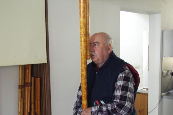 Hrá na fujarke aj píšťalke